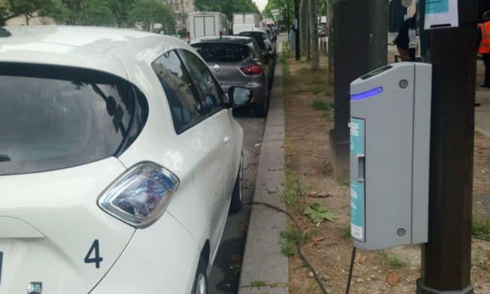 Paris Borne recharge lampadaire