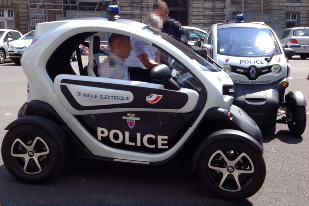 police-parisienne-voiture-twizy-electrique