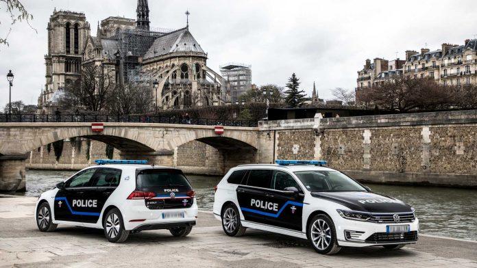 police parisienne en voiture électrique